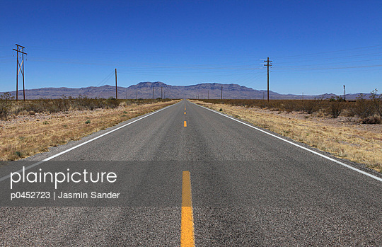 Endless road - p0452723 by Jasmin Sander