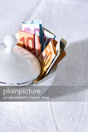 Saving money in a sugar bowl - p1149m2263074 by Yvonne Röder