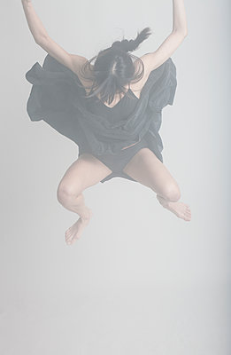 Dancer - p1670m2248761 by HANNAH