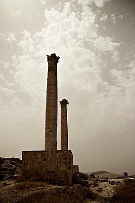 Ruinen in der islamischen Pilgerstätte Sanliurfa, Türkei - p586m971418 von Kniel Synnatzschke