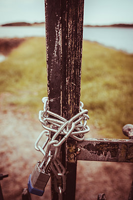 Padlock with steel track on vintage gate - p1681m2283635 by Juan Alfonso Solis