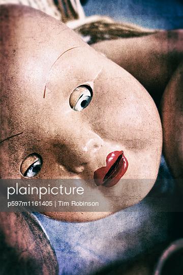 Gesicht einer altmodischen Puppe - p597m1161405 von Tim Robinson