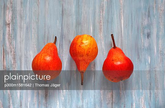Three organic pears - p300m1581642 von Thomas Jäger