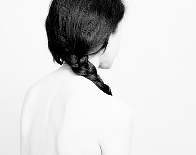 Back with the braid - p1371m1439910 by Virginie Perocheau