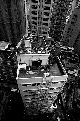 The rooftop of a tall residential building - p934m892891 by William Brantingham photography