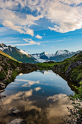 Alaska, Mountain range reflecting in a mountain lake - p1455m2204486 by Ingmar Wein