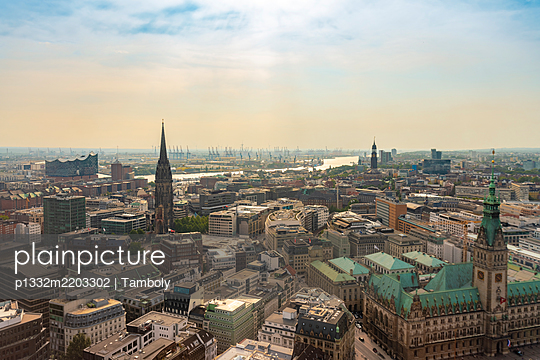 Germany, City center with city town hall and church tower - p1332m2203302 by Tamboly