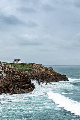 Haus auf der Klippe - p248m1541143 von BY