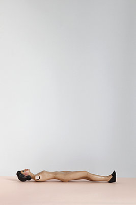 Puppe ohne Arme - p611m956582 von Laurence Ladougne