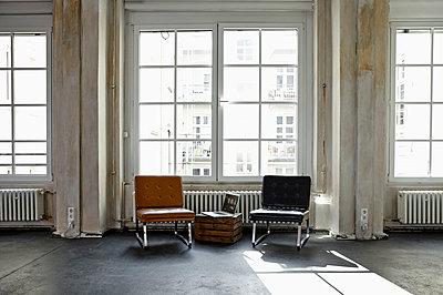 Interior of a loft flat - p300m1581626 von Philipp Dimitri