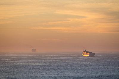 Containerschiff - p930m2148433 von Ignatio Bravo