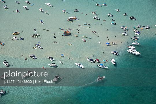 Aerial view of boats in sea in Miami, Florida, USA - p1427m2146930 by Kiko Ricote