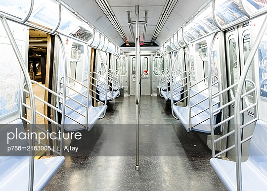 Public transport, Empty underground, shutdown due to Covid-19, New York City - p758m2183905 by L. Ajtay