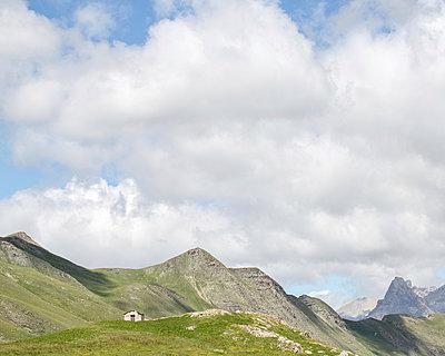 Shepherd's hut - p1113m901988 by Colas Declercq
