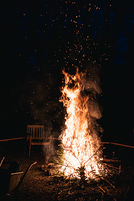 Campfire - p1046m2053702 by Moritz Küstner