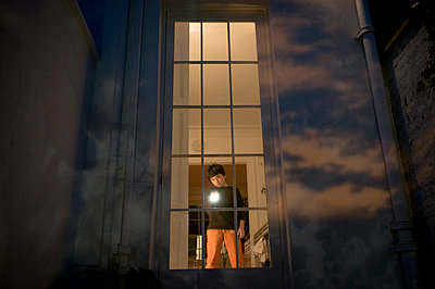 Boy shines torch out of window - p1181m966553 by Kelly Hill