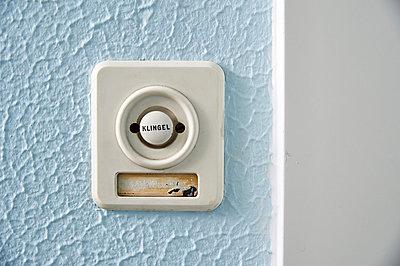 Doorbell  - p851m1048604 by Lohfink