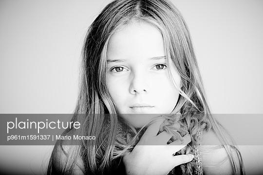 Porträt weiblicher Teenager - p961m1591337 von Mario Monaco