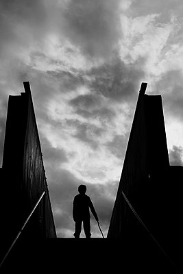 Sinister silhouette in black and white - p1228m2260789 by Benjamin Harte