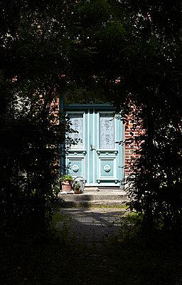 Doorstep - p355m1065889 by Sabine Büttner