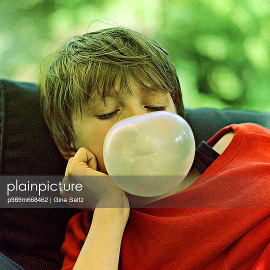 Bubble gum - p989m668462 by Gine Seitz