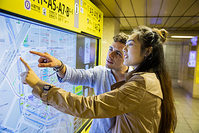 Couple checking map at Ginza underground station, Tokyo, Japan - p300m2140605 by 27exp