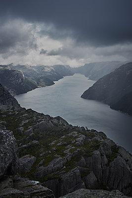 Fjordblick - p877m1475152 von Julia Wagner