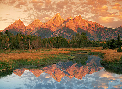 Oxbow Bend and Mount Moran in Grand Tetons Wyoming at sunrise - p3484434 by Chad Ehlers