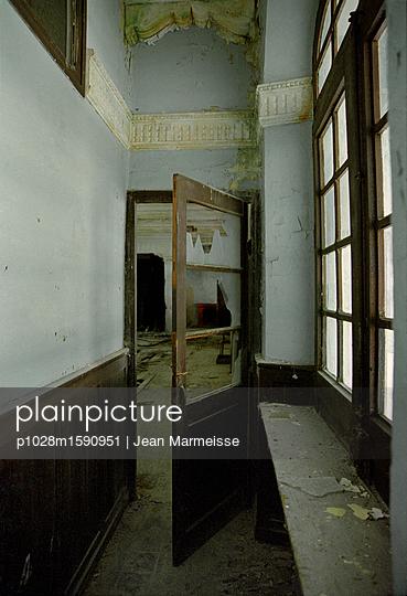 Decay - p1028m1590951 von Jean Marmeisse