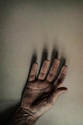 Man's Hand - p1228m1460760 by Benjamin Harte