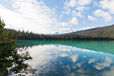 Emerald Lake in Yoho National Park - p756m1492891 by Bénédicte Lassalle