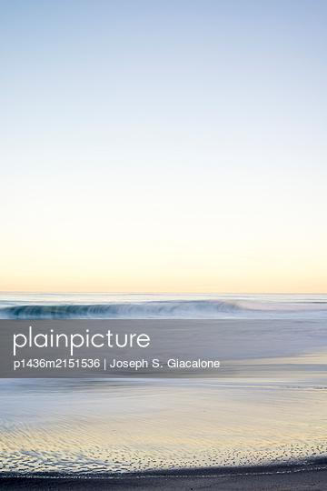 Coastal winter morning at Windansea Beach. La Jolla, CA, USA. - p1436m2151536 von Joseph S. Giacalone