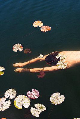 Swimming - p966m780945 by Tobias Leipnitz