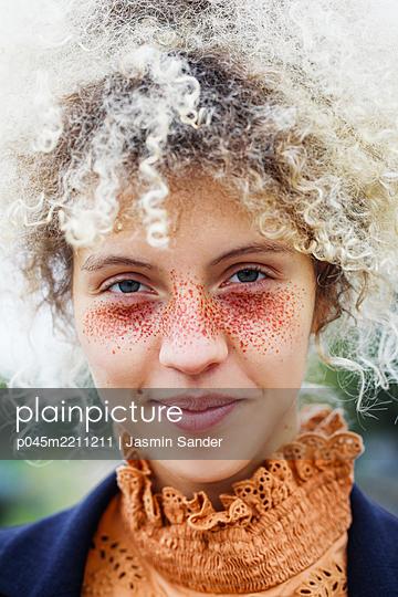 p045m2211211 by Jasmin Sander