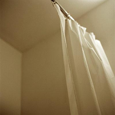 Shower - p1083m854225 by Alain Greloud