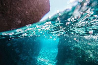 Close-up of rocks underwater in sea - p1166m2067146 by Cavan Images