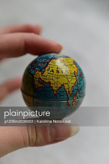 Kleiner Globus - p1235m2035003 von Karoliina Norontaus