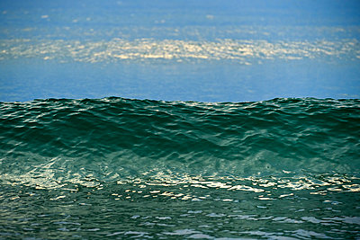 Wave crest - p1312m1502254 by Axel Killian