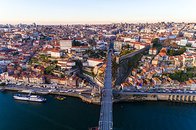 Portugal, Porto, Aerial view of Douro and old city in the late afternoon - p1332m2197111 by Tamboly