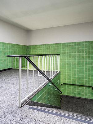 Treppenhaus - p536m1223089 von Schiesswohl