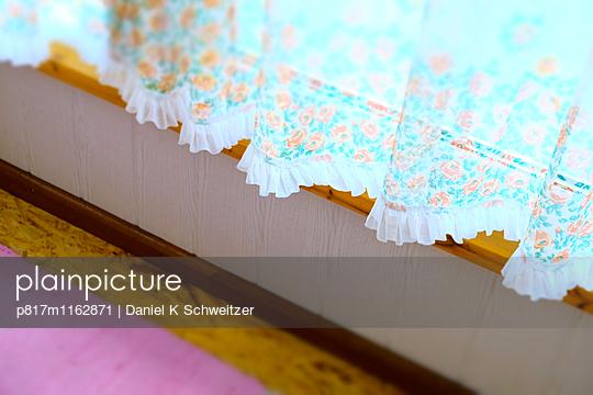 Rüschen-Fenster - p817m1162871 von Daniel K Schweitzer