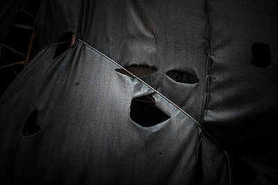 Black tarp face made with holes  - p1007m1134832 by Tilby Vattard