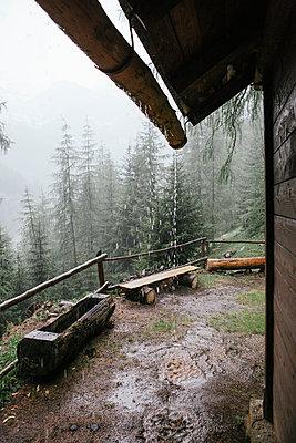Unterstand bei Regenschauer - p1357m1539123 von Amadeus Waldner
