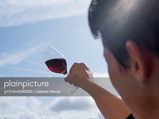 Alcohol - p1216m2260520 by Céleste Manet
