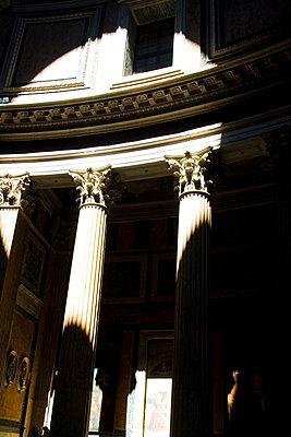 Pantheon - p8310070 von James Wadey