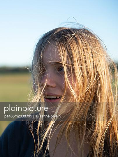 Wilde Blondine - p1485m2038791 von susanne polzin