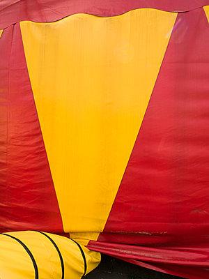Zirkuszelt - p1021m2020380 von MORA