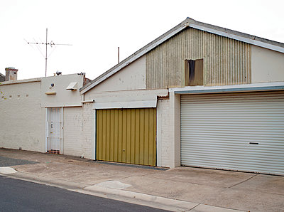 Garage doors, Adelaide - p1125m918034 by jonlove