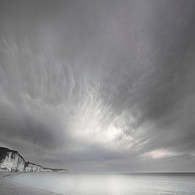 Dramatischer Himmel - p1137m940628 von Yann Grancher