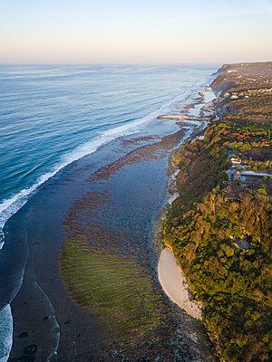 Indonesia, Bali, Aerial view of Green Bowl beach - p300m2042494 von Konstantin Trubavin